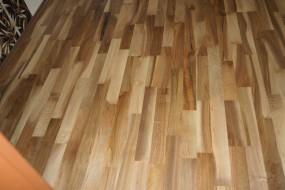 Podłoga drewniana - orzech europejski