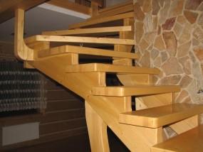 Schody drewniane samonośne