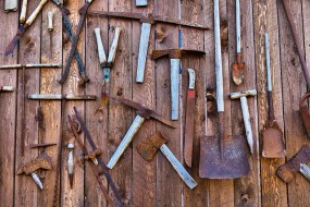 Obróbki blacharskie, zamki, narzędzia