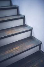 Schody na konstrukcji betonowej